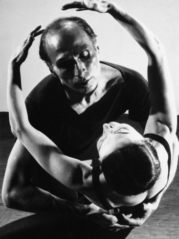 "jose limon As a choreographer, josé limón was full of emotion: sterile formalism was never  his thing for limón, the artist's function was ""to be the voice."