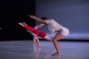 Liz Gerring Dance dancers using flat back in Horizon.